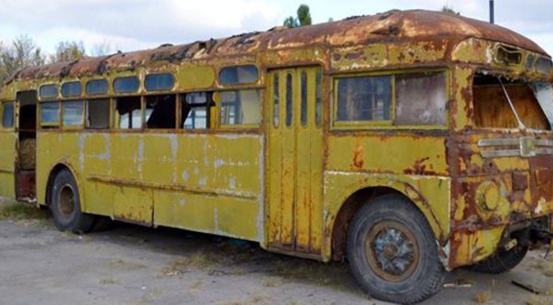 Девушка купила старый автобус и превратила его в настоящие царские хоромы